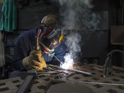 304L不锈钢可以用碳钢焊条焊接吗?不能!会产生晶间腐蚀!