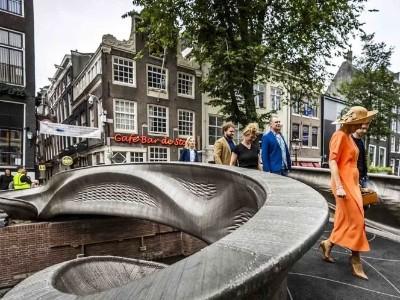 世界上第一座3D打印的不锈钢桥横跨荷兰运河