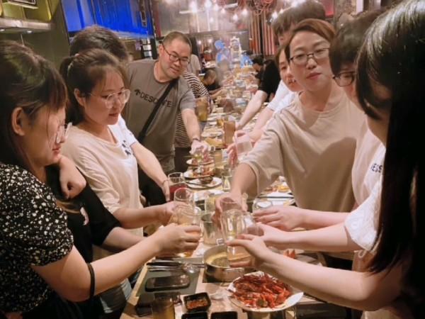 304L不锈钢供货商—无锡中兴溢德聚餐,7月加油!