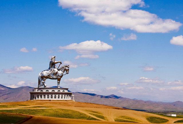 成吉思汗骑马雕像-1