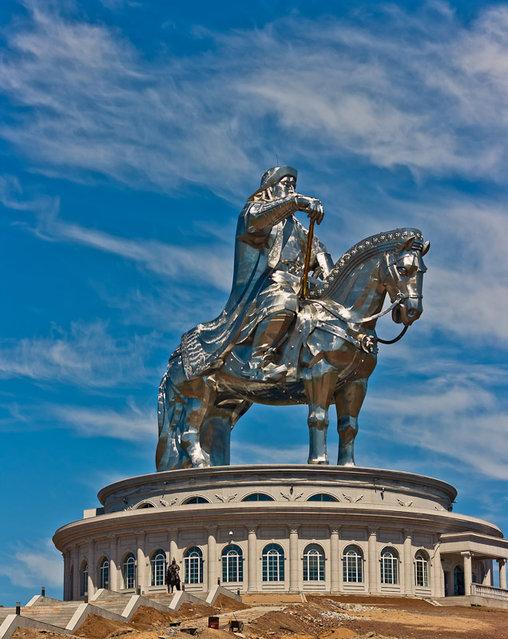 成吉思汗骑马雕像-2