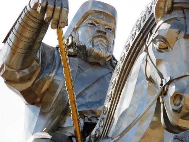 成吉思汗骑马雕像-3