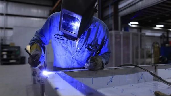 不锈钢加工厂家无锡中兴溢德告诉你304L不锈钢镜面板焊接注意事项