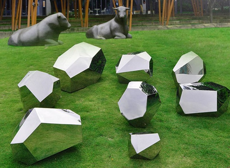 304L低碳不锈钢雕塑