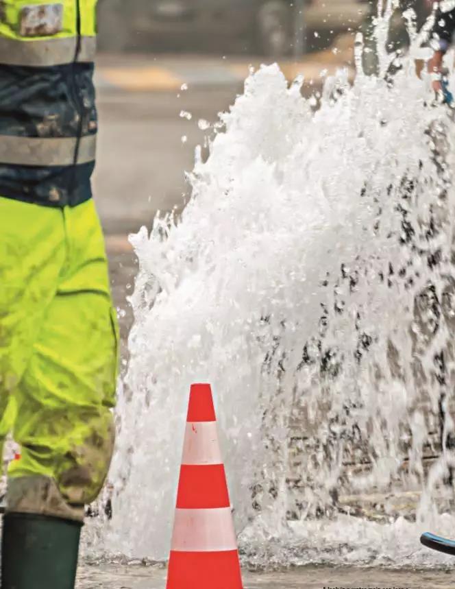 供水主管道的漏水在短时间内造成大量自来水的浪费