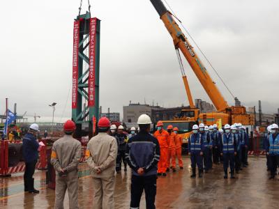 宝钢德盛新炼钢(一步)项目钢结构成功首吊